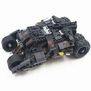 325 pcs Super Heroes DIY Bat Tank Block Set with 2 Minifigures and Brick Separator