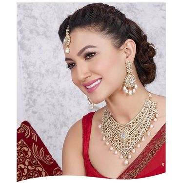 Kriaa Alloy Ethnic Necklace Set With Maang Tikka_2000304 - Golden